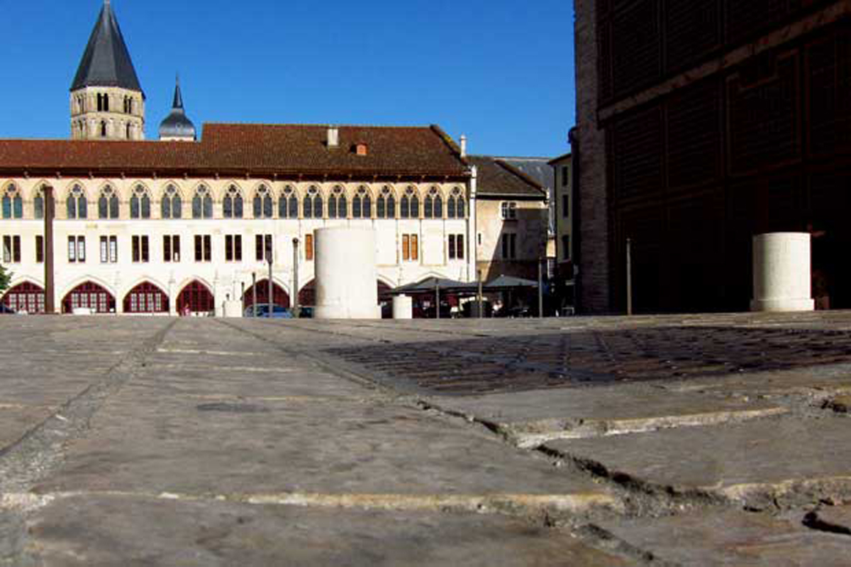 cluny-place-abbaye-paves