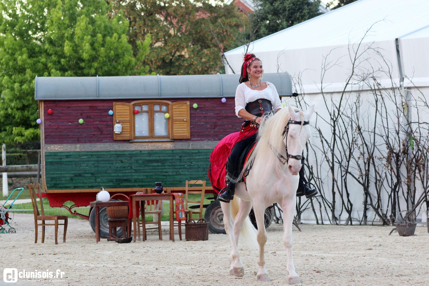 cabaret-equestre-haras-cluny-ete-2016-04
