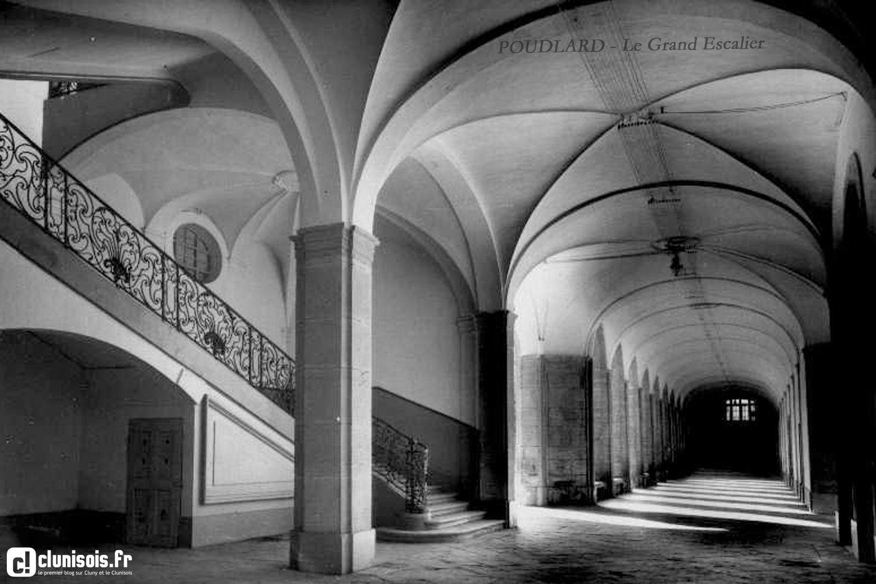 03-poudlard-existe-grand-escalier-clunisoisfr